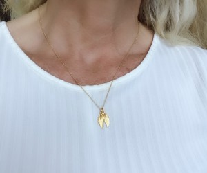 gold-angel-wings-necklace