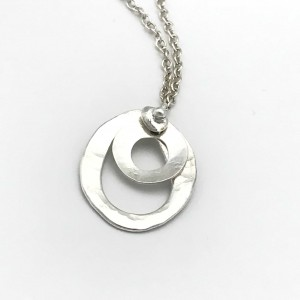 Oval-circle-necklace-closeup