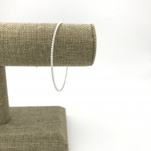 Skinny-twist-bangle-display