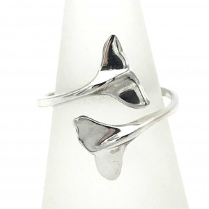 dolphin-tails-ring-closeup