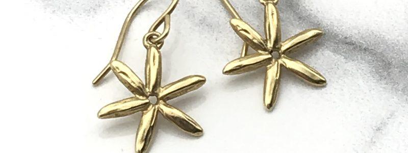 Gold-starfish-earrings