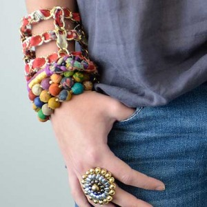 kantha-bauble-small-lifestyle